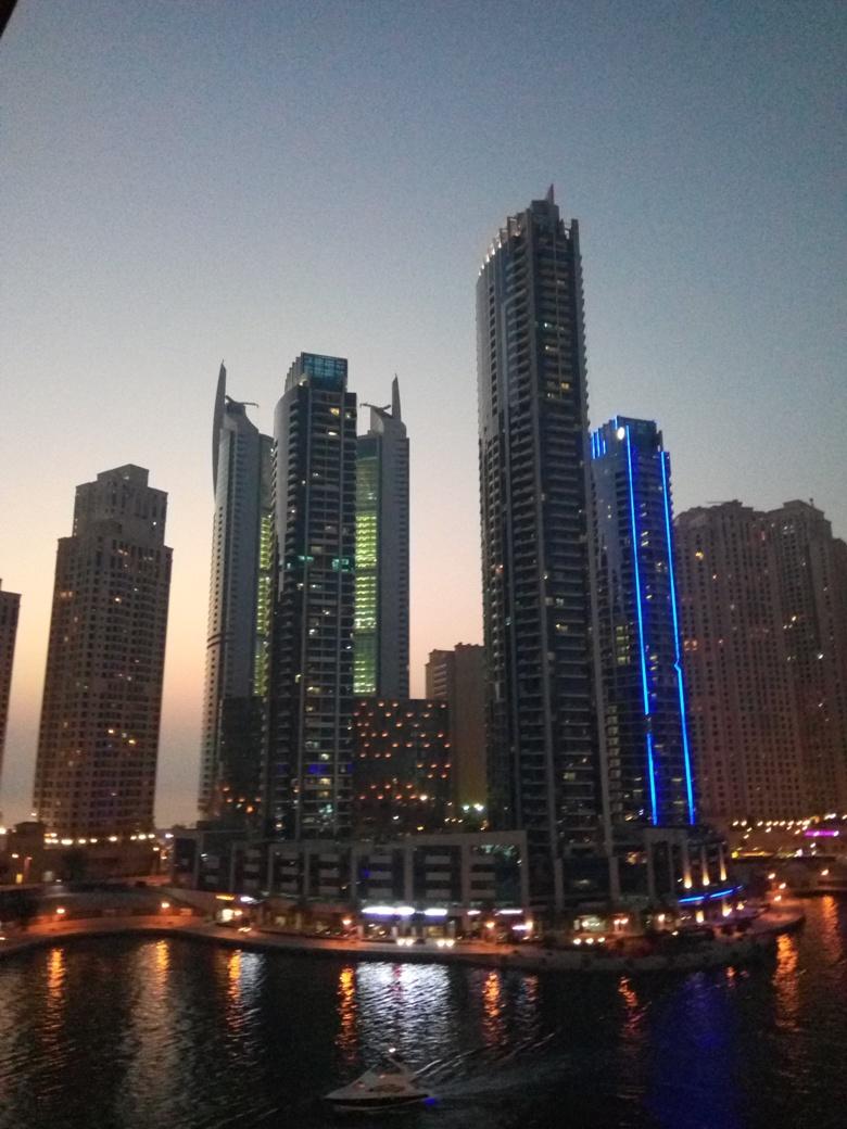 Снимка 2, Ресторант 'Pier 7', Дубай