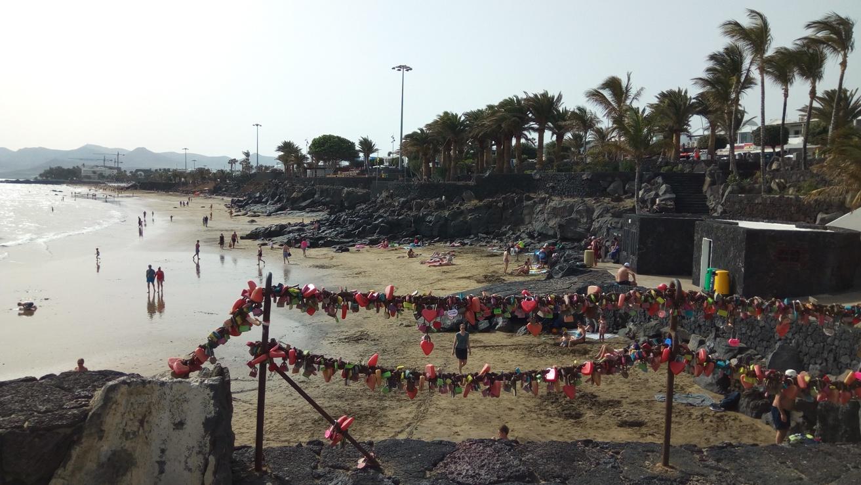 Плажа по залез слъбце в Пуерто де ла Кармен, Лансароте