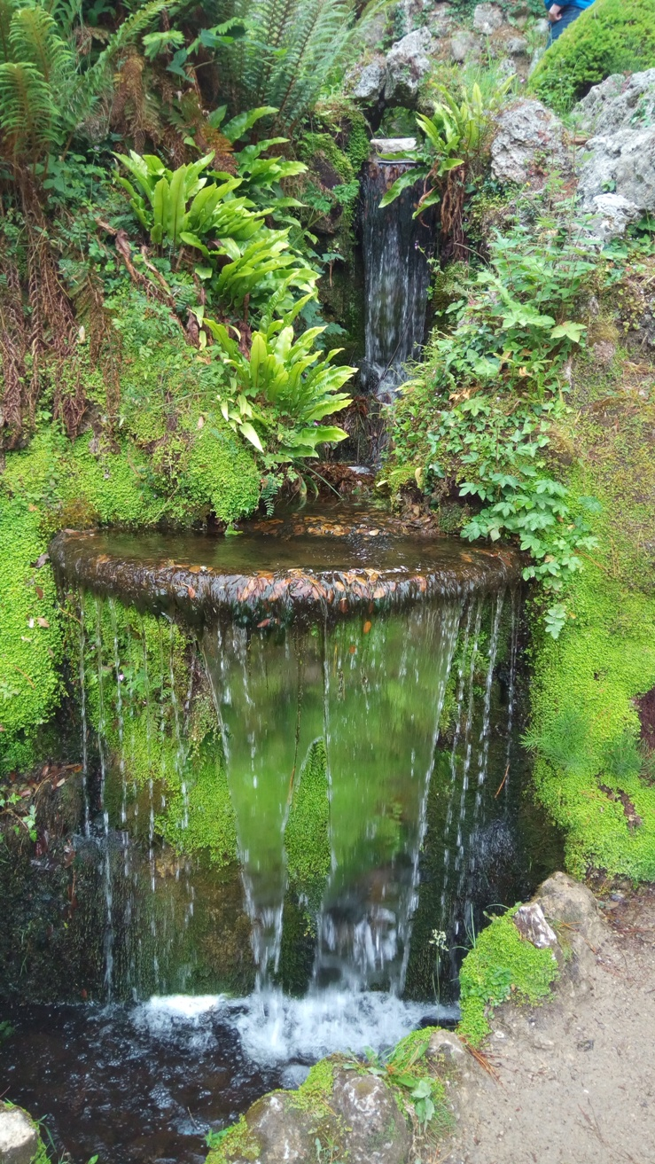 Водопад в Powerscourt Gardens, Ireland