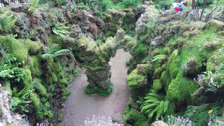 Камменно помещение в Японската градина в Powerscourt Gardens, Ireland