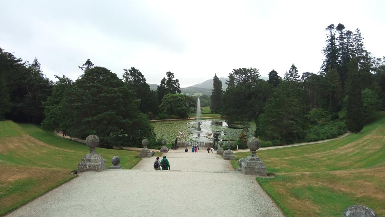 Изглед от Италианската градина към езерото, Powerscourt Gardens, Ireland
