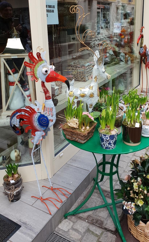 Причудливите артикули по магазините в Евиан, Франция